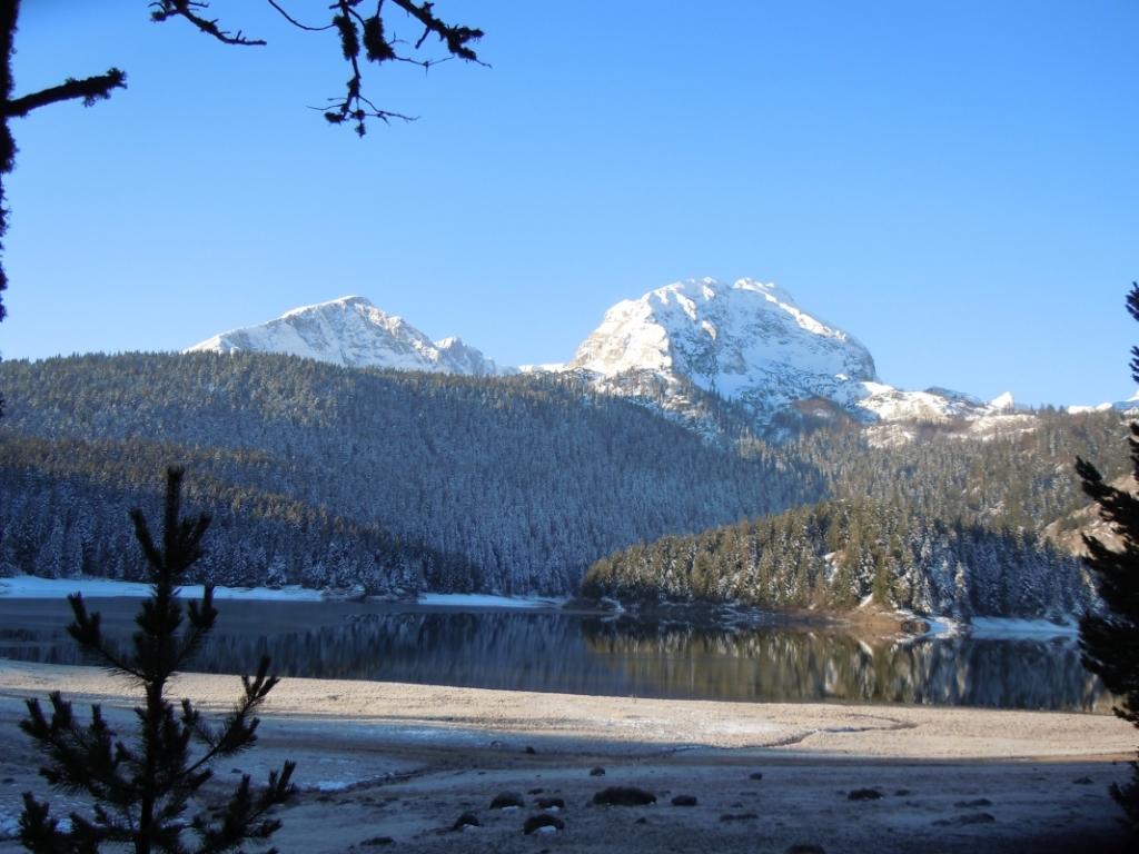 Jezero v tihoti